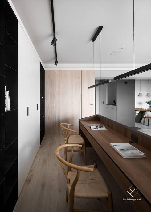 書房:  書房/辦公室 by 極簡室內設計 Simple Design Studio
