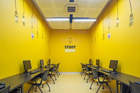 Tp Puebla: Estudios y oficinas de estilo moderno por IAARQ (Ibarra Aragón Arquitectura SC)