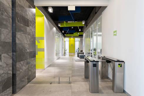 Tp Puebla: Pasillos y recibidores de estilo  por IAARQ (Ibarra Aragón Arquitectura SC)