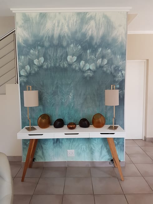 Teal & Gold Organic Glam: modern Living room by Sophistique Interiors