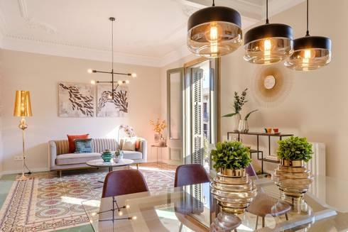 Comedor y salón: Salones de estilo moderno de Markham Stagers