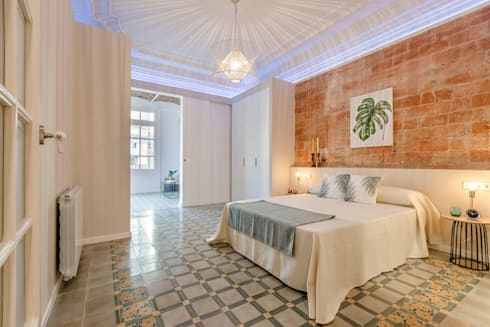 Dormitorio ensuite: Dormitorios de estilo moderno de Markham Stagers