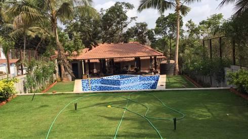 Luxo Villa at Aldona, Goa, India:  Garden  by Rita Mody Joshi & Associates