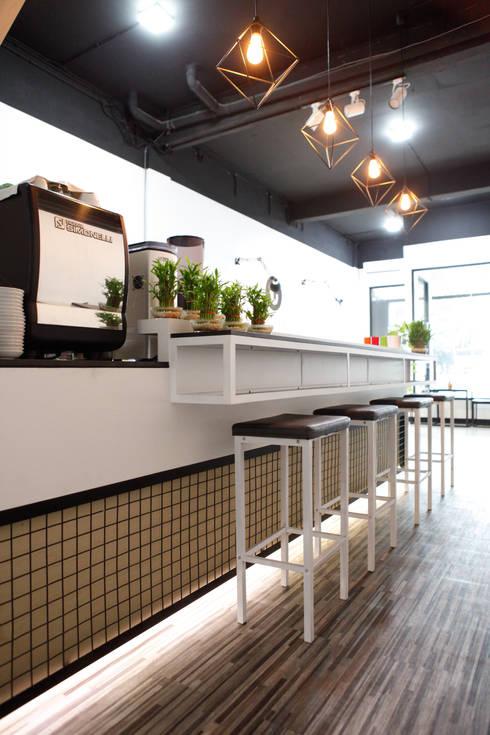 CULTIVATE COFFEE SHOP:  Restoran by EINHAUS