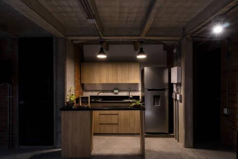 EDIFICIO 80 – 19: Cocinas de estilo moderno por PLANTA BAJA ESTUDIO DE ARQUITECTURA