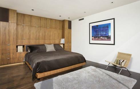 Bima Residence:   by Budi Setiawan Design Studio