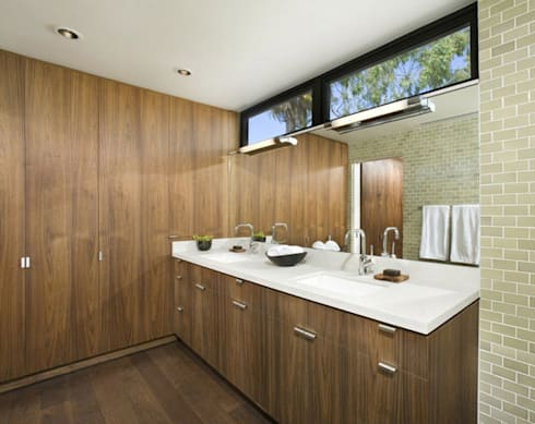 Bima Residence:  Kamar Mandi by Budi Setiawan Design Studio