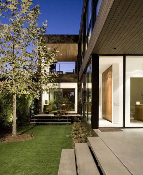 Bima Residence:  Rumah by Budi Setiawan Design Studio