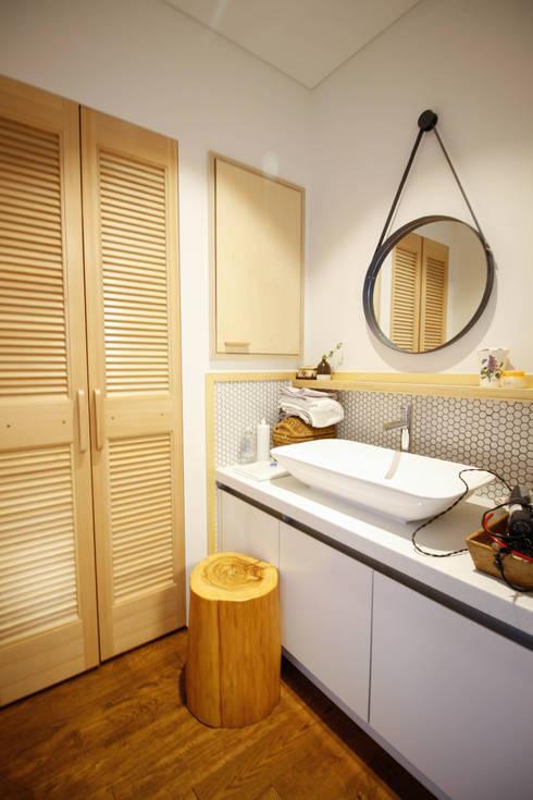 삼시세끼 하우스   *2017 전북건축문화상 금상*: 건축스튜디오 사람의  욕실