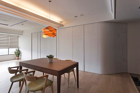 電視牆設計:  客廳 by 禾光室內裝修設計 ─ Her Guang Design