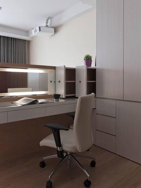化妝桌設計:  臥室 by 禾光室內裝修設計 ─ Her Guang Design