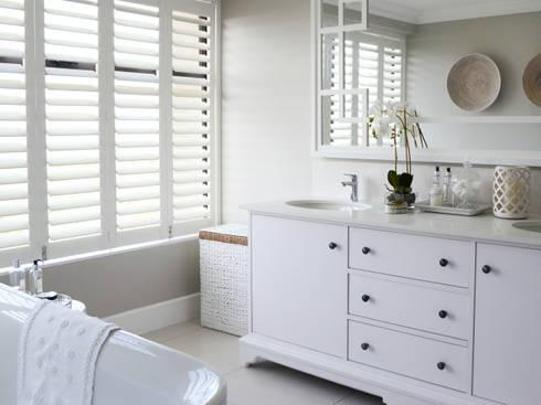 Coastal Living : classic Bathroom by Studio Mitchell