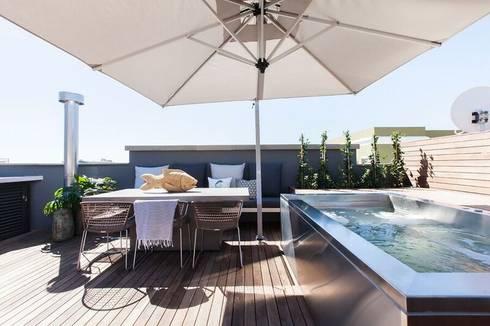 Outside Space:  Balconies, verandas & terraces  by Urban Lifestyle Interior Design