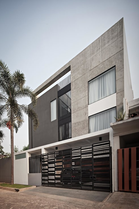 S+I House:  Teras by DP+HS Architects