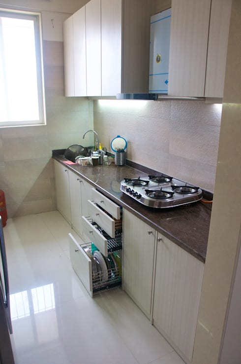 Residence at 4 Bungalows:  Kitchen by Design Kkarma (India)