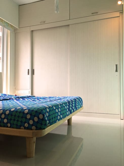 Residence at 4 Bungalows:  Bedroom by Design Kkarma (India)