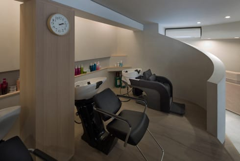 王子の美容室/Hair Salon in Ouji: 平山教博空間設計事務所が手掛けた商業空間です。