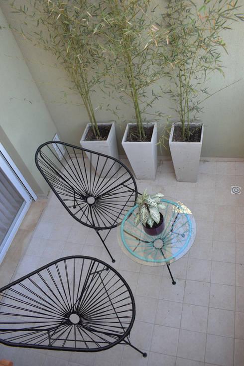 Departamento en Barrio Chateau: Pisos de estilo  por Da!  Diseño de  Interiores