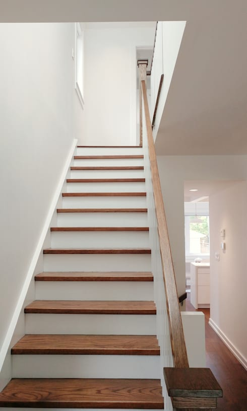 Oakwood Village House - Staircase:  Stairs by Solares Architecture