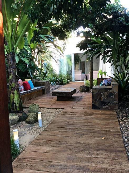 Residencia Coelho, Jardim.: Jardins  por STUDIO AGUIAR E  DINIS