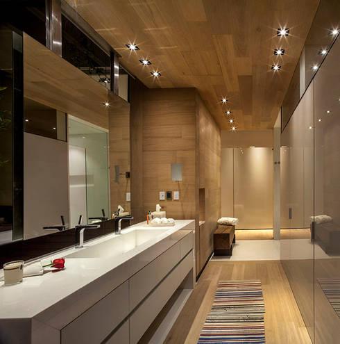 Baños de estilo  por Eduardo Gutiérrez Taller de Arquitectura
