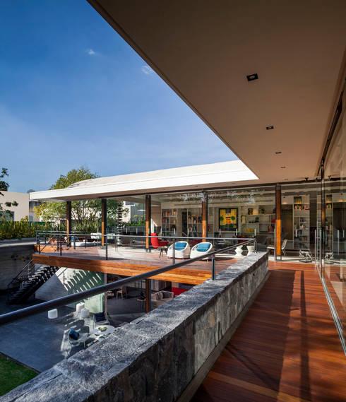 Terraza Biblioteca: Casas de estilo moderno por Eduardo Gutiérrez Taller de Arquitectura