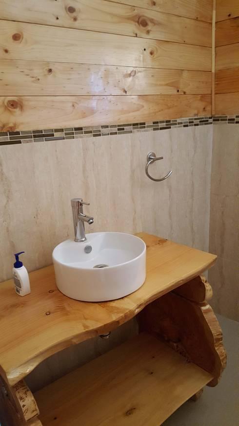 Kimche Lodge: Baños de estilo rústico por Kimche Arquitectos