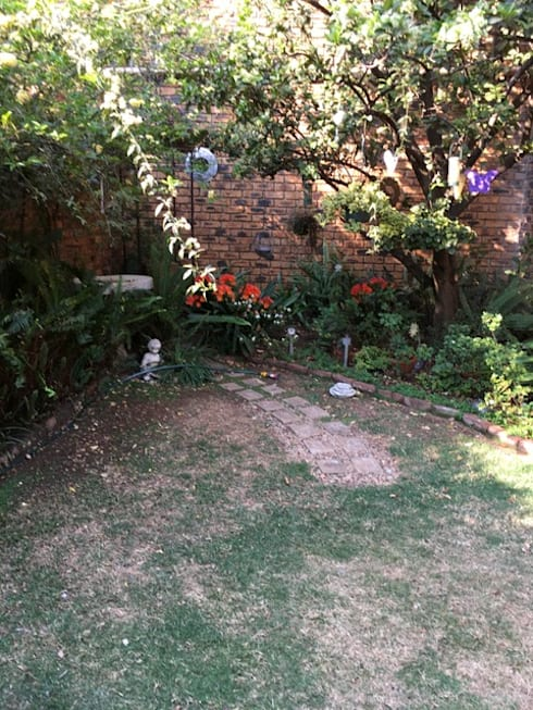 Garden corner before:   by Hedgehog Landscapes