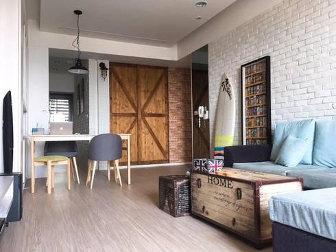北歐工業風:  客廳 by AMay design 藏美設計