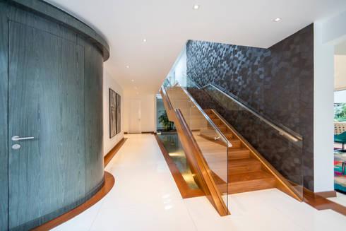 Casa T : Escaleras de estilo  por Gracia Nano Studio