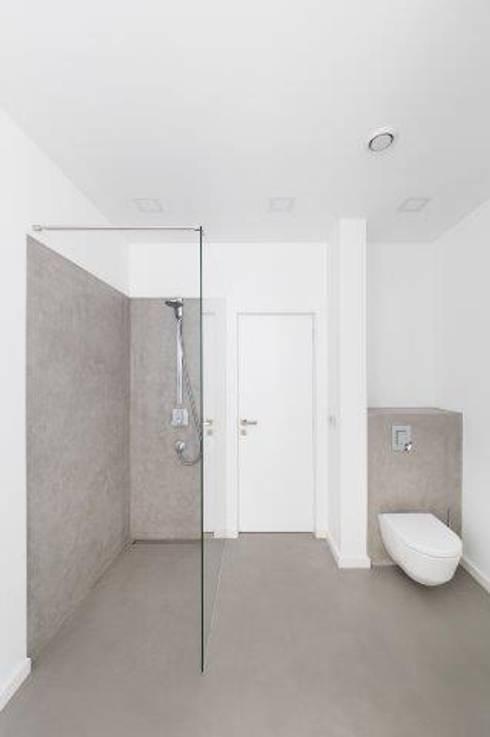 Projekty,  Łazienka zaprojektowane przez IDEAL WORK Srl