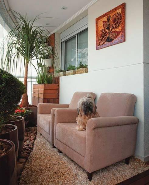 Um convite ao descanso!: Varanda, alpendre e terraço  por Amaria Gonçalves - Design Paisagismo