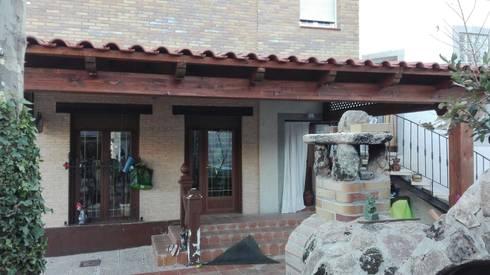 Casas unifamiliares de estilo  por PergolasyPorches.com