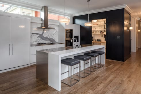 Glebe Avenue Residence: classic Kitchen by Flynn Architect