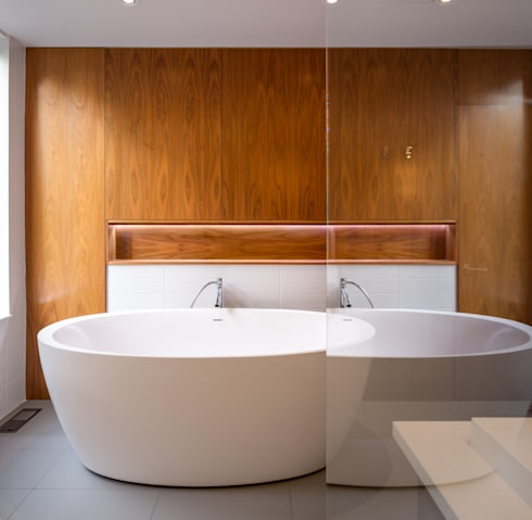Avenue Road Residence: modern Bathroom by Flynn Architect