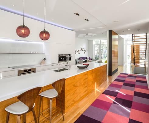 Avenue Road Residence: modern Kitchen by Flynn Architect