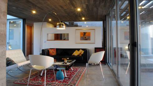Casa Lomas Blancas: Livings de estilo mediterraneo por 2712 / asociados