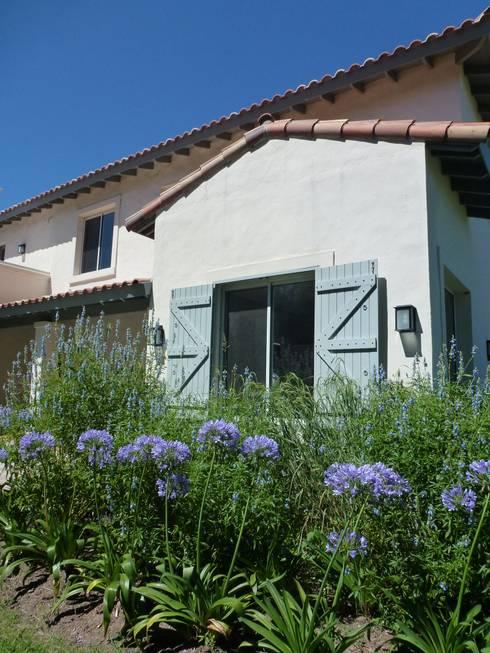 Casas de estilo  por Estudio Dillon Terzaghi Arquitectura
