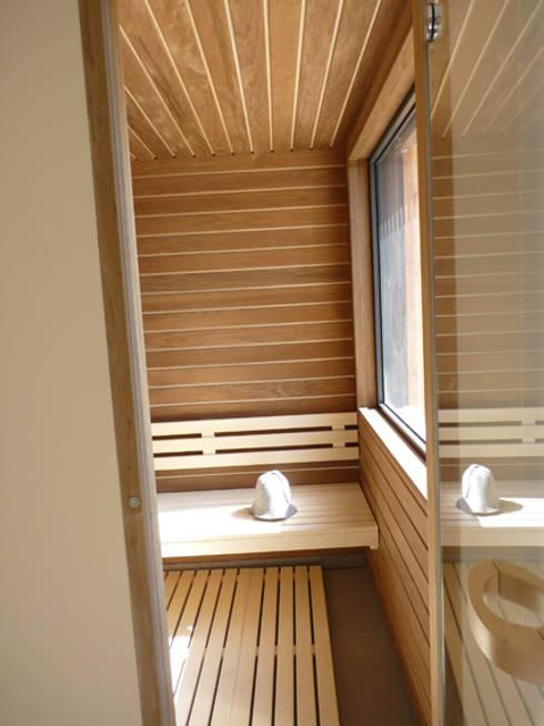 sauna: Spa de style de style Moderne par BRUNO BINI