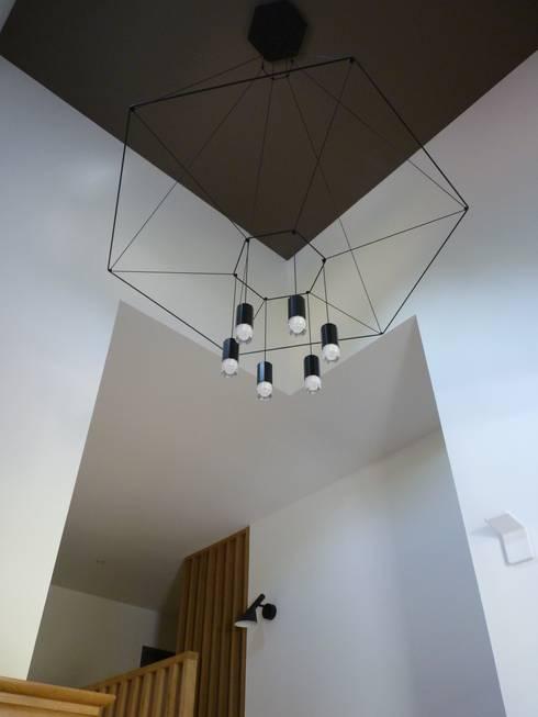 entree: Couloir et hall d'entrée de style  par BRUNO BINI