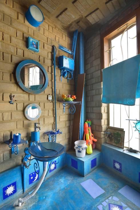 Green House:  Bathroom by Tribuz Interiors Pvt. Ltd.