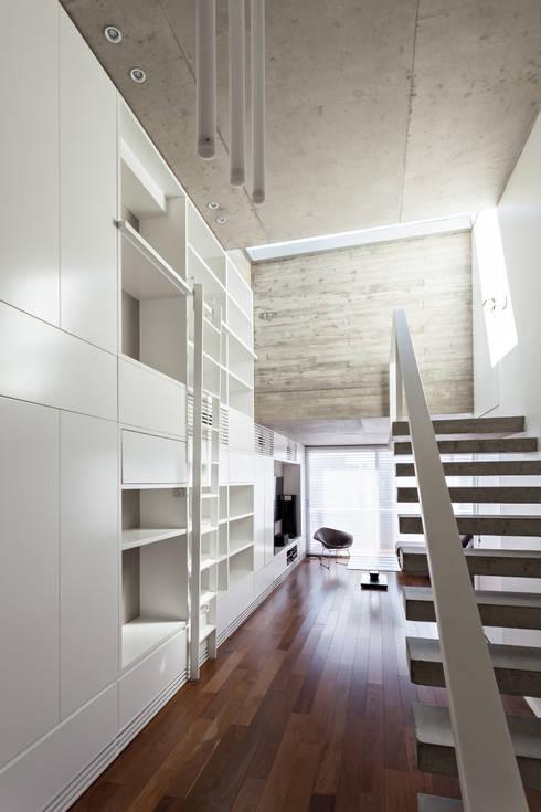 ATV14 / Ravignani 2170: Livings de estilo moderno por ATV Arquitectos