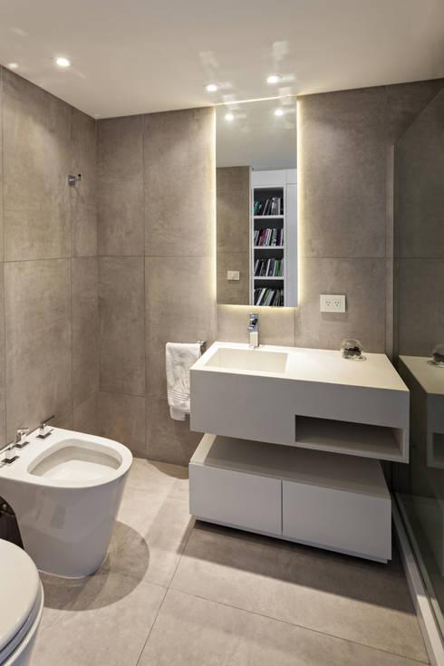 ATV14 / Ravignani 2170: Baños de estilo moderno por ATV Arquitectos