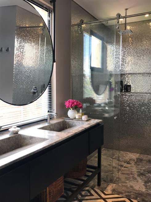 Baño principal: Baños de estilo moderno por Ecologik