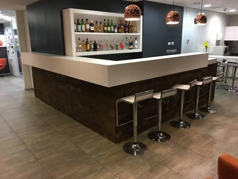 Cliente Pernod Ricard:  de estilo  por Crea Oficinas Ltda