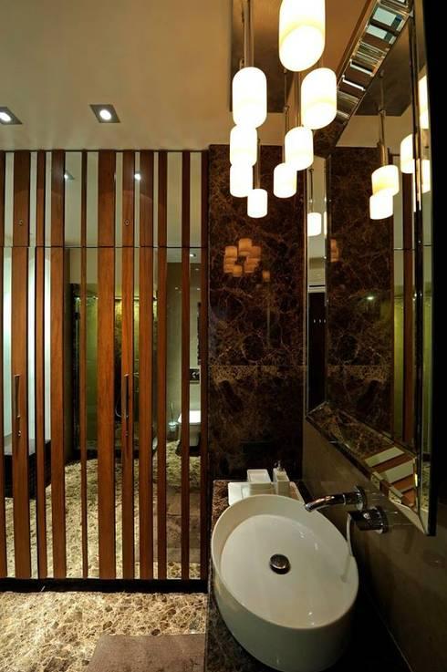 Neanpeanse Road, Mumbai:  Bathroom by DesignTechSolutions