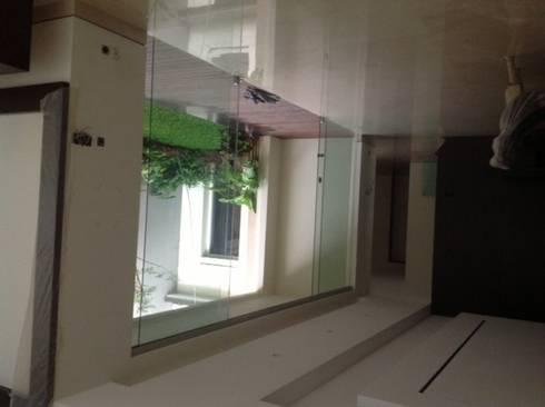 FOTO KACA:  Koridor dan lorong by sony architect studio
