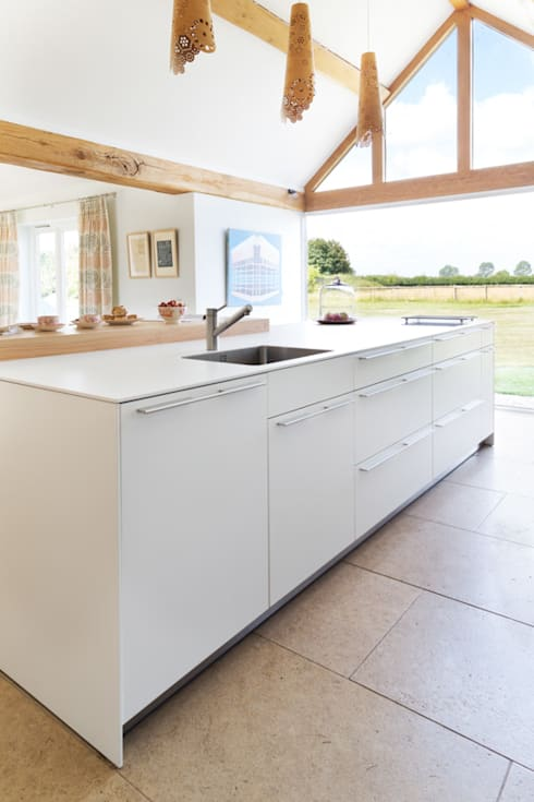 Thatched cottage: modern Kitchen by Kitchen Architecture