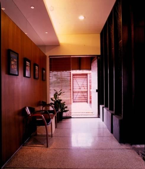 MEDIAN OFFICE:  Rumah by sony architect studio