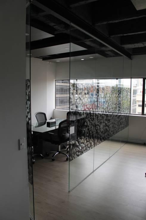 Sala de Juntas: Estudios y despachos de estilo  por Bustos + Quintero arquitectos